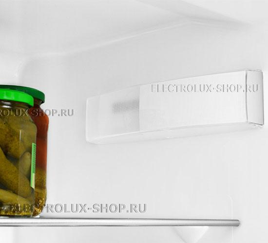Освещение холодильной камеры двухкамерного холодильника Electrolux EN 3454 NOW