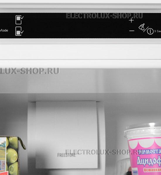 Панель управления встраиваемого двухкамерного холодильника Electrolux ENN 92853 CW