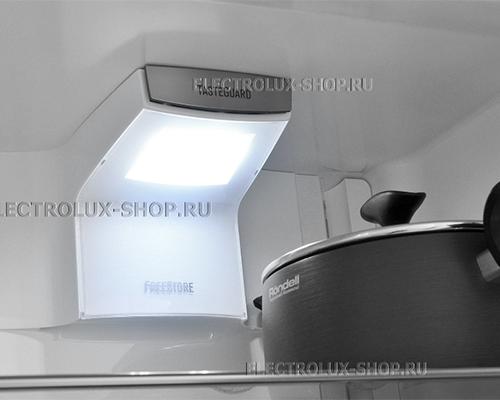 Освещение двухкамерного холодильника Electrolux EN 3889 MFX CustomFlex